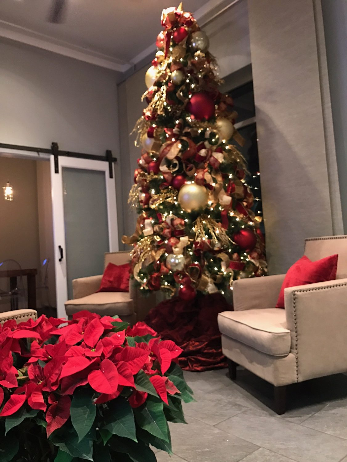 designer christmas tree decorating tips with lux catering and events utahs premier holiday caterers and - How To Decorate A Designer Christmas Tree